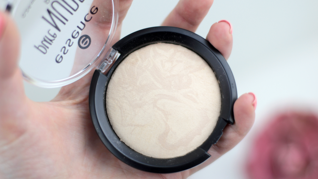 Essence Pure Nude Powder - 3 van 6