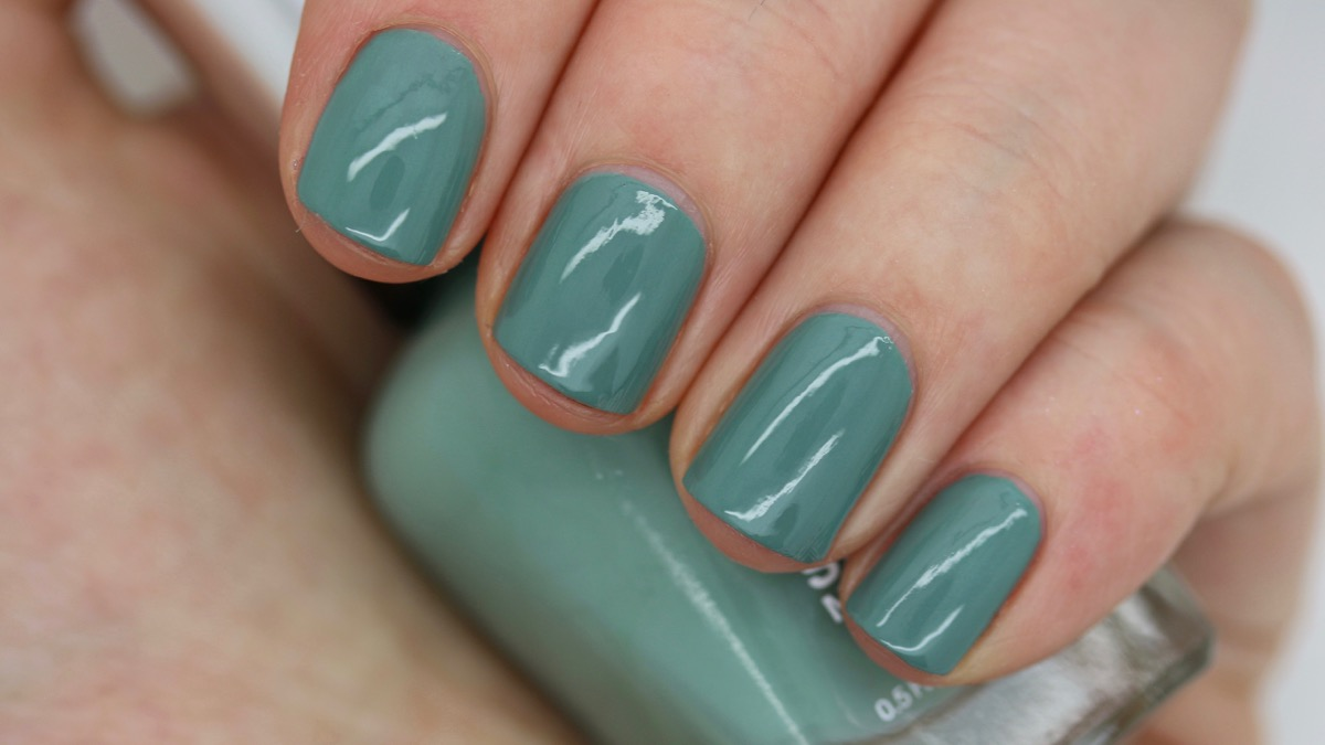 Sally Hansen Moss Definitely swatch
